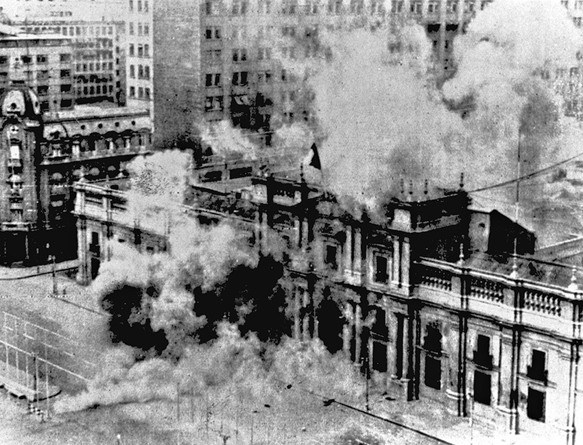 (FILE) Picture taken on September 11, 1973 of La Moneda palace in Santiago, Chile, during the bombing by Hawker Hunters of the Chilean Air Force at the beginning of the coup d''etat led by Augusto Pinochet against the constitutional President Salvador Allende, who died after the attack. Chile''s Supreme Court on August 26, 2004, lifted the immunity from prosecution of former dictator Augusto Pinochet, who faces criminal charges over the disappearance of political opponents during Operation Condor. AFP PHOTO/ COLECCION MUSEO HISTORICO NACIONAL CHILE-LA MONEDA-PINOCHET-IMMUNITY