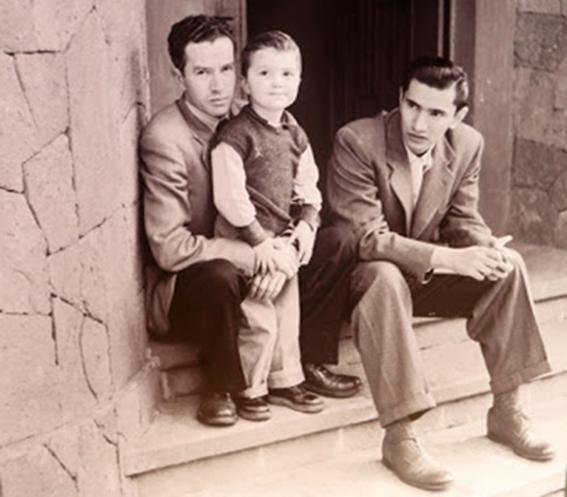 Rulfo-con-su-hijo-y-Emanuel-Carballo
