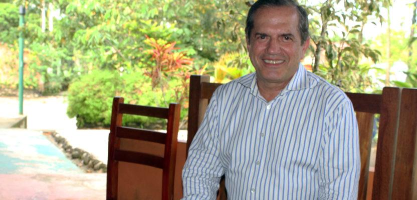 Ricardo Patiño, en camisa de once varas