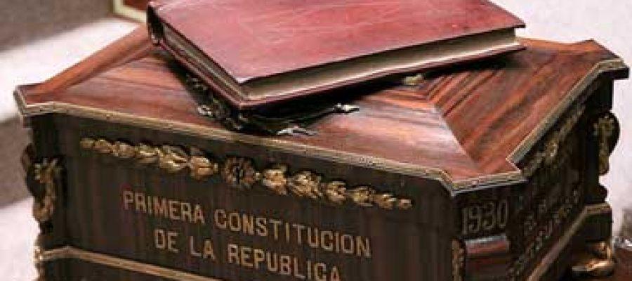Constituciones progresistas y economía