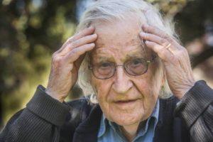 Noam Chomsky: «La gente ya no cree en los hechos»