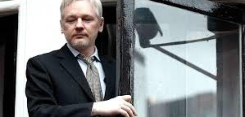 Assange: una condición de asilo cuesta abajo.