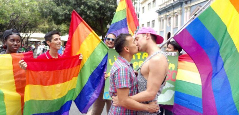 Ecuador avanza en derechos civiles