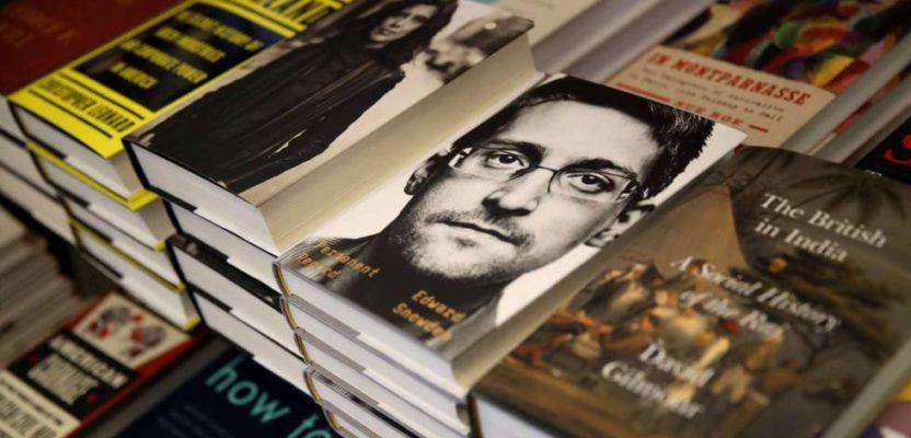Edward Snowden es demandado por escribir sus memorias