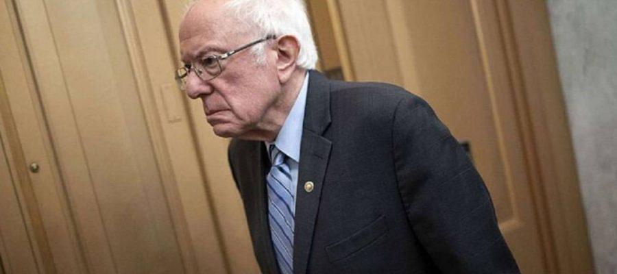 Sanders da un paso al costado