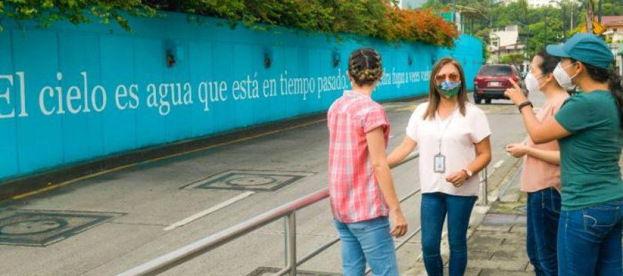 """Murales """"poéticos"""" en Guayaquil: un grito en la pared."""