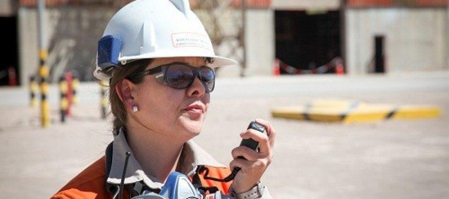 Becas impulsan presencia femenina en sector minero
